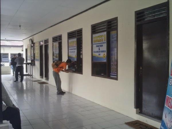 MENGURUS PERPANJANGAN SIM  Di Kantor Polosi Satlantas Karanganyar
