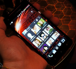 HTC Droid DNA hands one