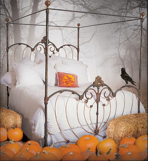 Nyc mattress scary bedroom decor for halloween for Decoration halloween