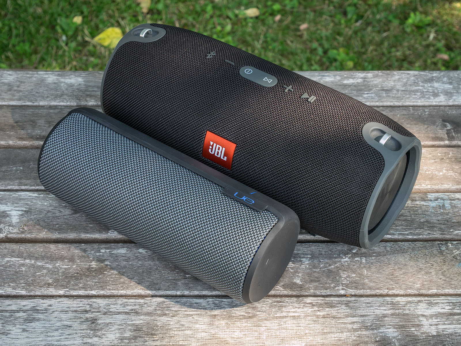 Oluv 39 s gadgets review jbl xtreme how much bass can you for Housse ue megaboom