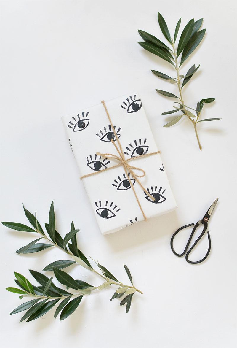 DIY hand stamped eye gift wrap tutorial @burkatron
