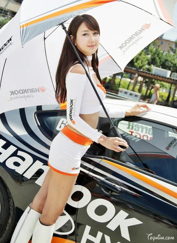 Gái xinh Hàn Quốc chân dài biểu diễn với xe là đây 7