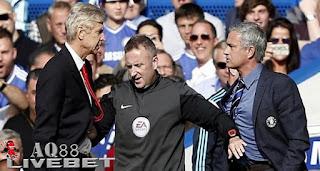 Agen Piala Eropa - Manajer Chelsea, Jose Mourinho, kembali menyindir Manajer Arsenal, Arsene Wenger.