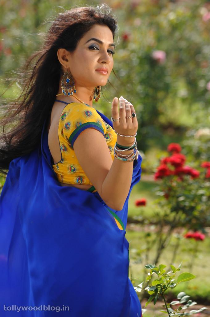 Kavya Singh Red Saree Kavya Singh in Red Kanjiwaram