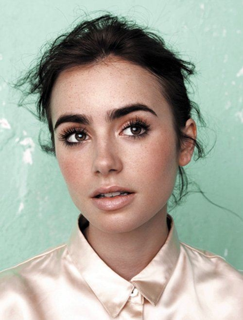 Lily Collins - Photo Gallery