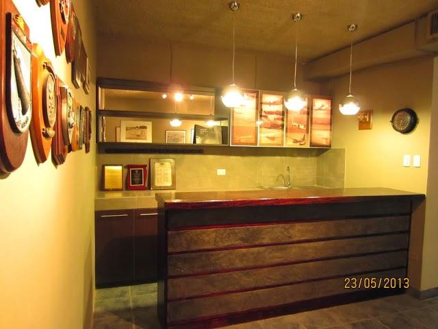 Oniria dise o y construcci n de barras y bares for Barras de madera bar