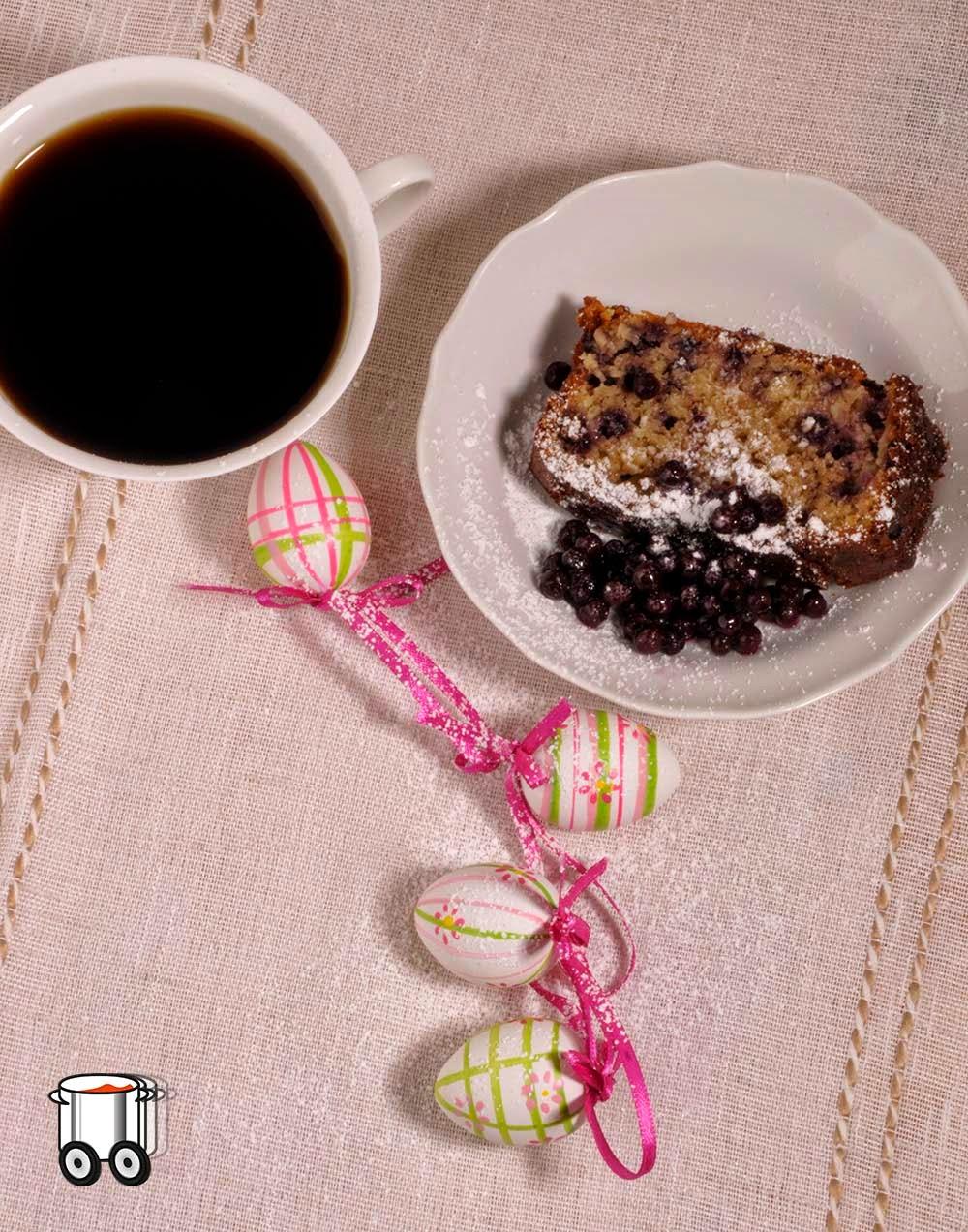Szybko Tanio Smacznie - Babka wielkanocna z jagodami. Bez glutenu, jajek, mleka i laktozy.