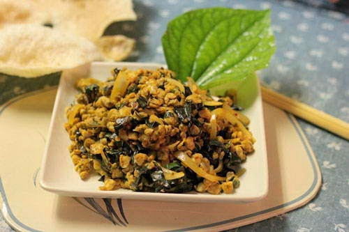 (Hến Xào Lá Lốt) - Fried Mussel with Lolot Pepper Leaves