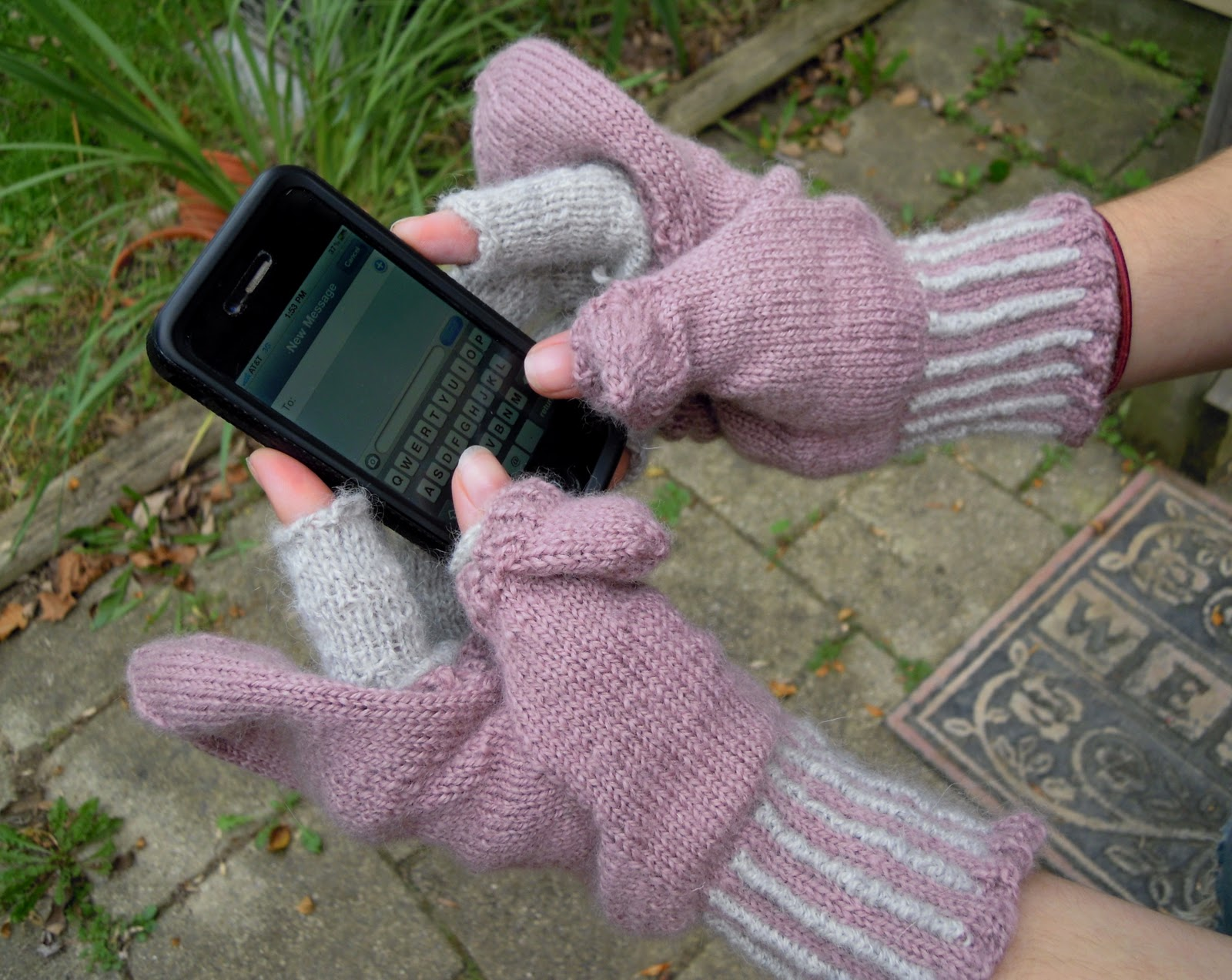 Knitting Pattern For Texting Mittens : The Inconsequential Blogger: Texting Mittens Knitted from Handspun Yarn