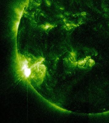 llamarada solar clase M 2.0 29 de Diciembre de 2011