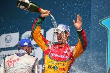 Quatro pódios e uma vitória em seis corridas: brasileiro é o líder do campeonato