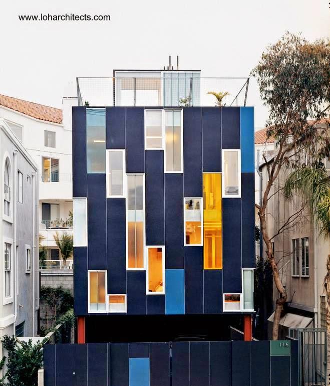 Fachada intrincada en casa contemporánea vertical de Venice, California