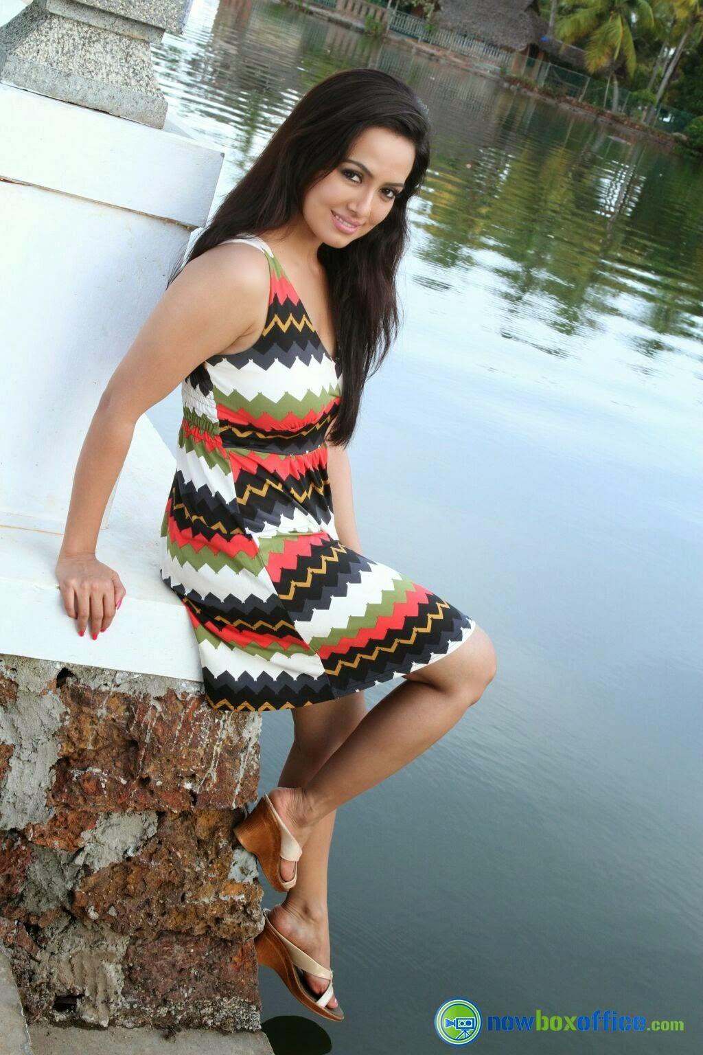 Sana Khan full Hot HD Wallpapers & Sexy Photos Gallery