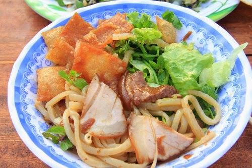 Cao Lau Noodles, Hoi An2