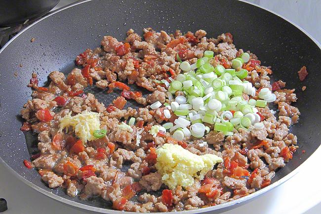 Жареный рис со свининой и ананасом   http://www.horoshayaeda.com/