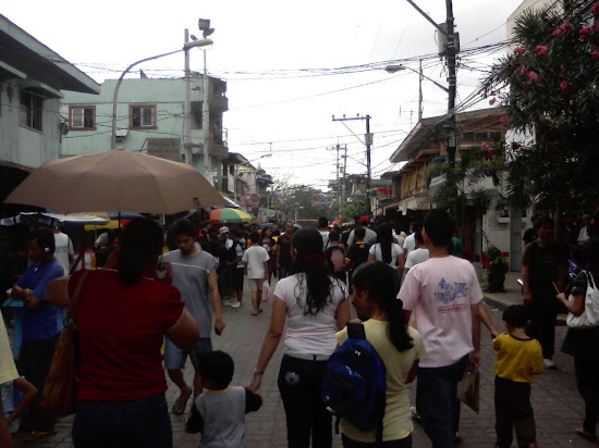 Student hopefuls and their parents going to PUPCET testing areas.