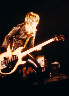 Suzi Quatro plays live in 1975