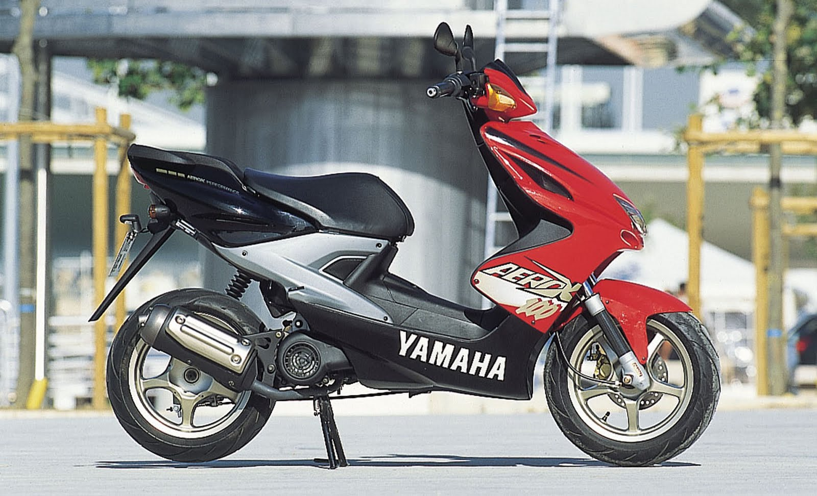 hot moto speed yamaha aerox 100. Black Bedroom Furniture Sets. Home Design Ideas