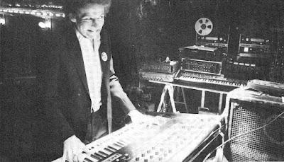 Richard Pinhas interpretando el sintetizador analógico Sequential Circuits Prophet 10 en el Studio Ramsès en 1981 durante la época de la grabación del álbum L'Éthique