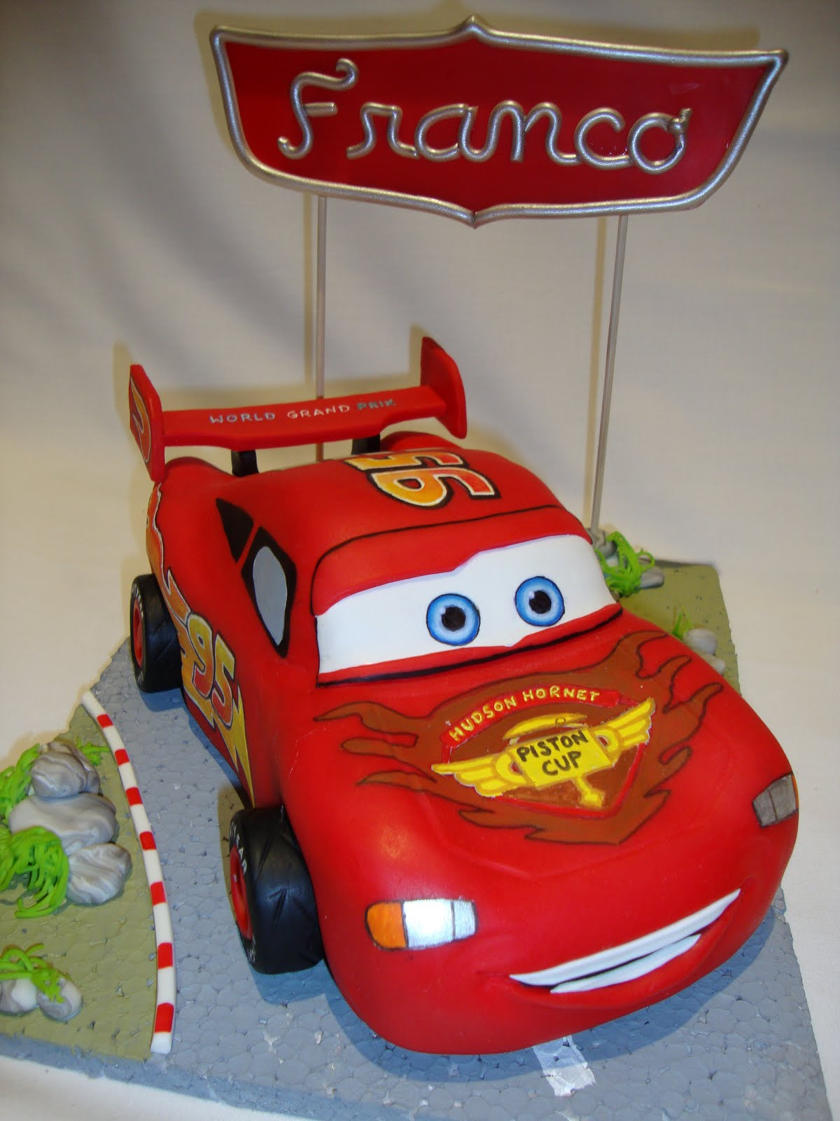 Adorno De Torta Auto Rayo Mc Queen Cars 2