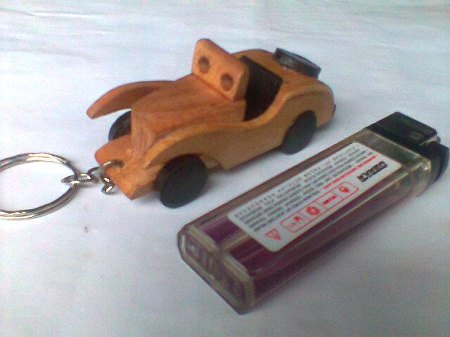 Gantungan Kunci Kayu Mobil Mersi : Rp.2.000/Pcs