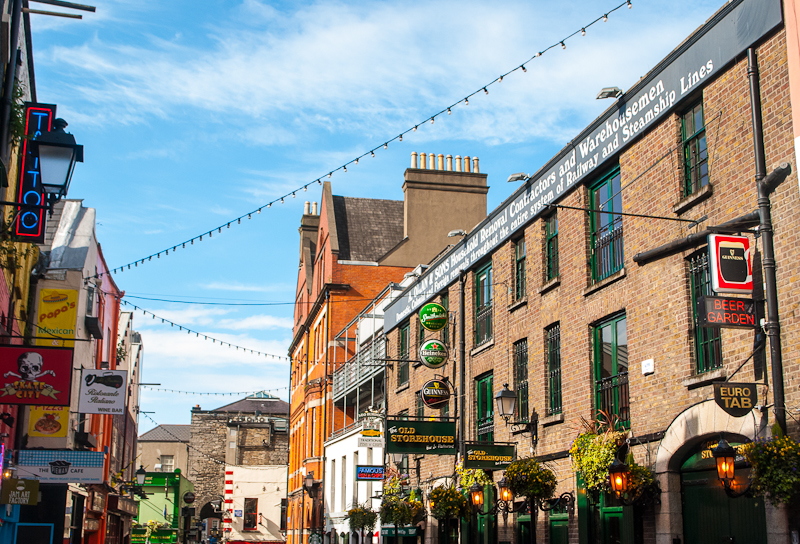 Image of the lights in temple bar of Dublin Ireland