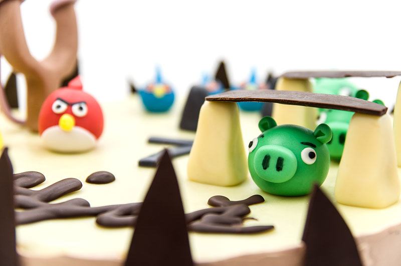 Angry birds chococlate cake fondant toppers pigs close up