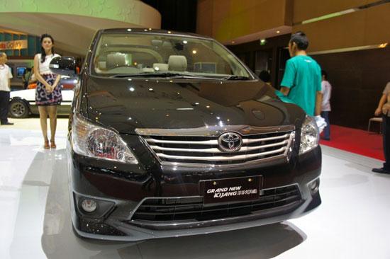 http://4.bp.blogspot.com/-GCPf6cQcW5Q/TizTniohNBI/AAAAAAAAD6o/q6h_K4Mlv3o/s1600/Toyota_Innova_2012_6.jpg