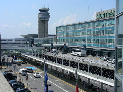 Η μέση διάρκεια των απευθείας πτήσεων από το αεροδρόμιο της Αθήνας προς το αεροδρόμιο του Μόντρεαλ είναι 10 με 11 ώρες περίπου.