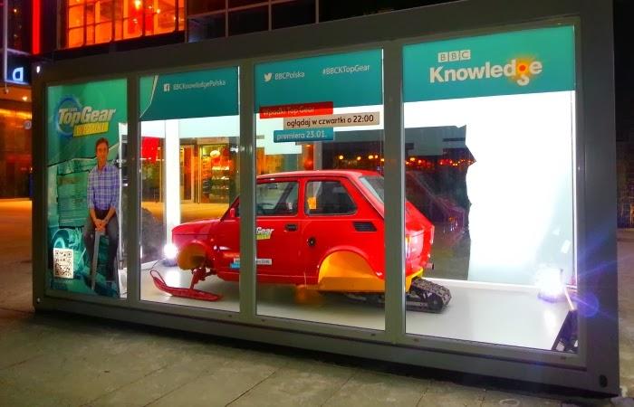 Obraz: outdoorowa reklama programu Wpadki Top Gear na BBC Knowledge