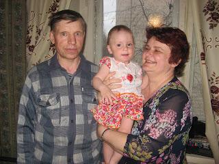 Счастливые люди: бабушка, внучечка и дедушка!!!
