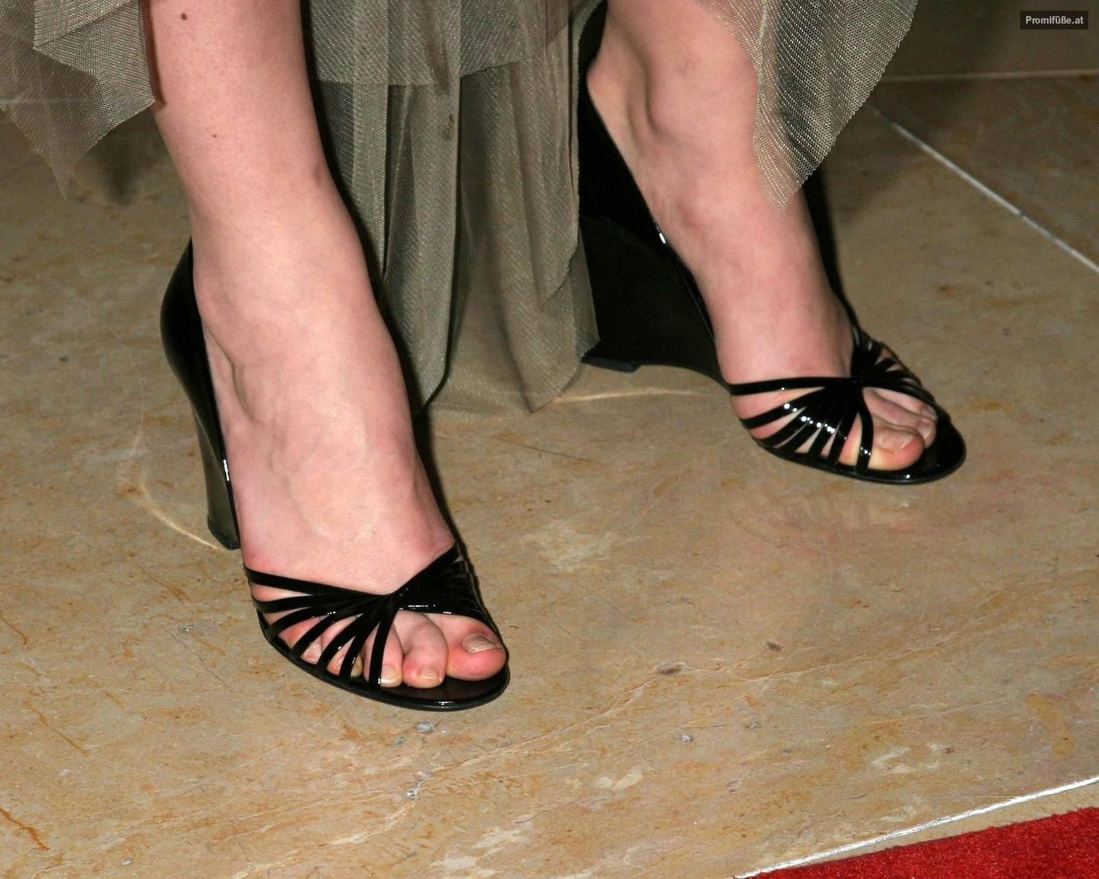 http://4.bp.blogspot.com/-GCzhhR6-QJI/TxGrP4gEZYI/AAAAAAAABoc/QeQAExMNW6U/s1600/Keira-Knightley-Feet-Legs-9.jpg