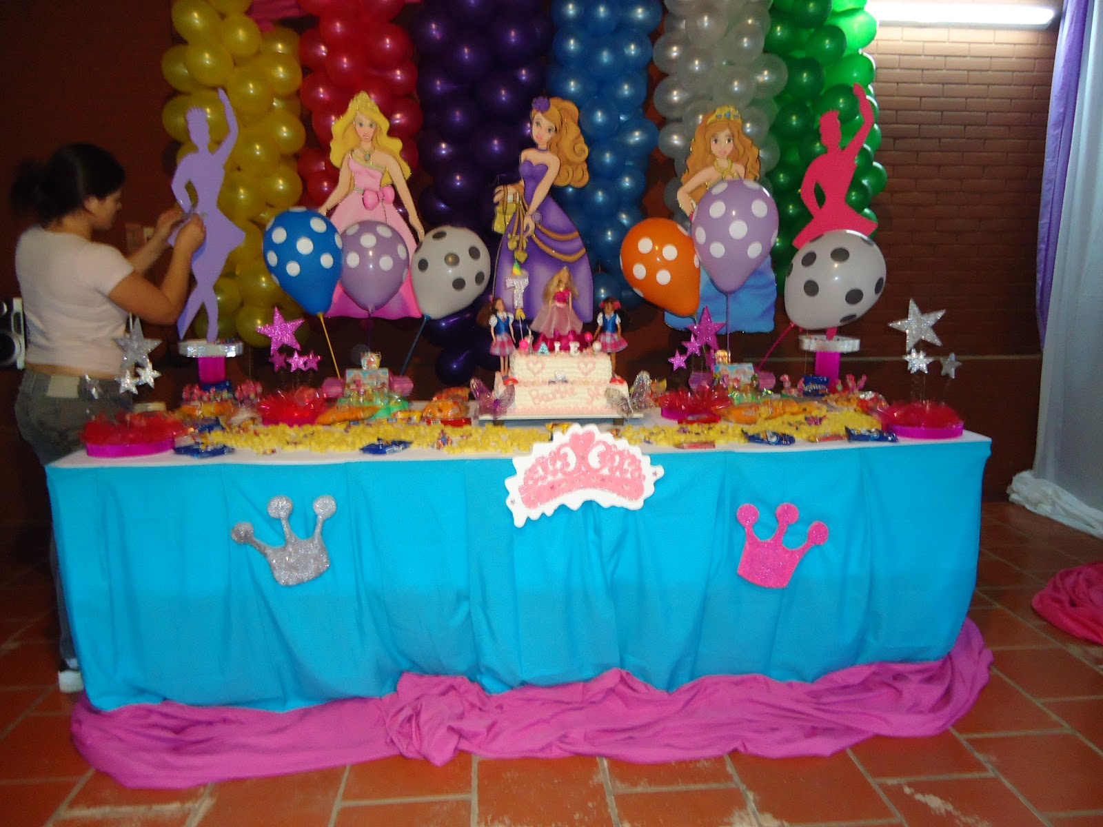 Dulceros barbie escuela de princesas centros de mesa for Decoracion de princesas