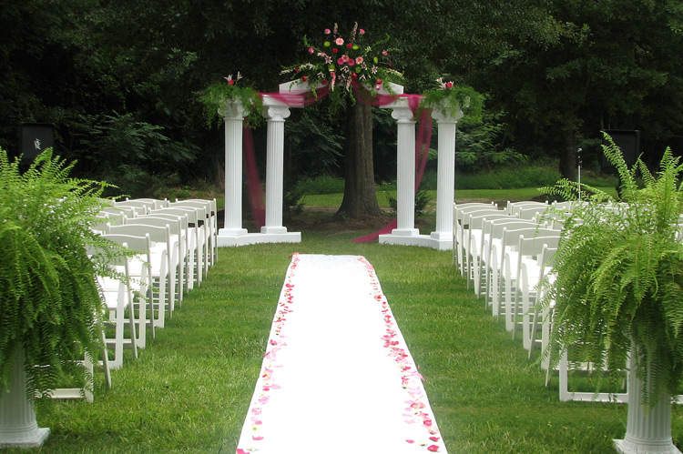 Outdoor wedding decorations for your inspiration for Home wedding reception decorations