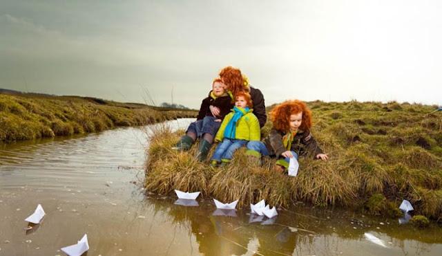 A beleza dos ruivos integradas a belas paisagens da Holanda