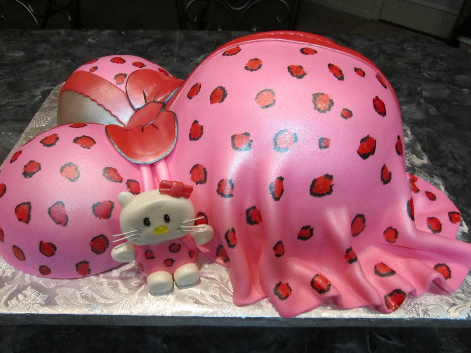 mymonicakes hello kitty maternity baby bump cake