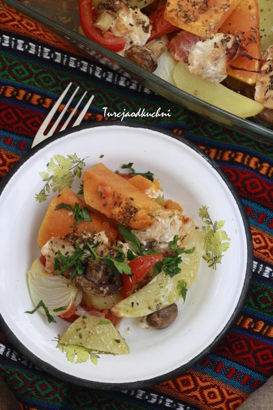 Zimowa potrawka z indyka z warzywami/ Hindili sebze yemegi