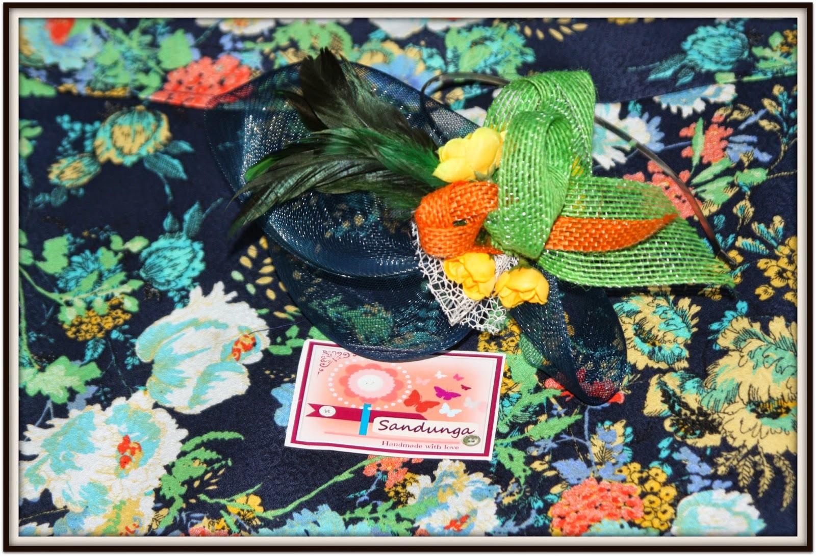 Sandunga Complementos: TOCADO: Azul marino con toques de colores