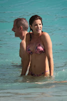 English: Stephanie Seymour Red Bikini Saint Barthélemy‭