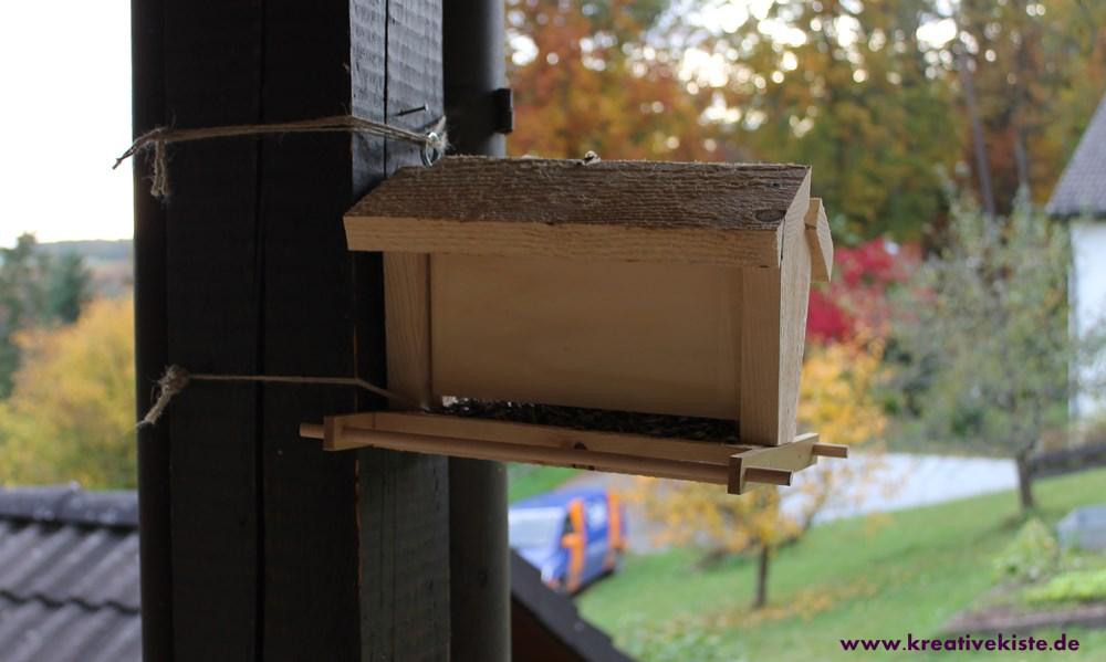 kreative kiste vogelhaus mit futterspender bauen. Black Bedroom Furniture Sets. Home Design Ideas