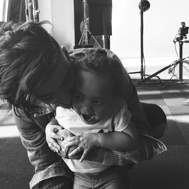 zayn malik, 15.02.15, zayn with caroline watson's daughter brooklyn, cute photo, melbourne, australia, otrat backstage, one direction,