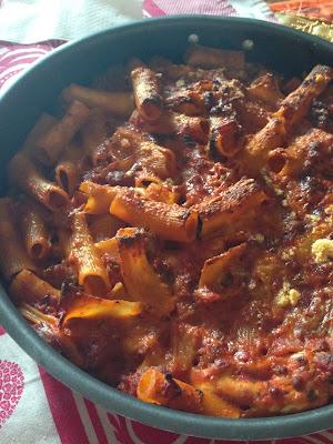 maccheroni al forno con funghi porcini secchi, salsiccia e mozzarella di bufala