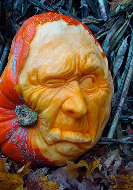 creatively carved pumpkins 10 pics curious funny photos pictures. Black Bedroom Furniture Sets. Home Design Ideas