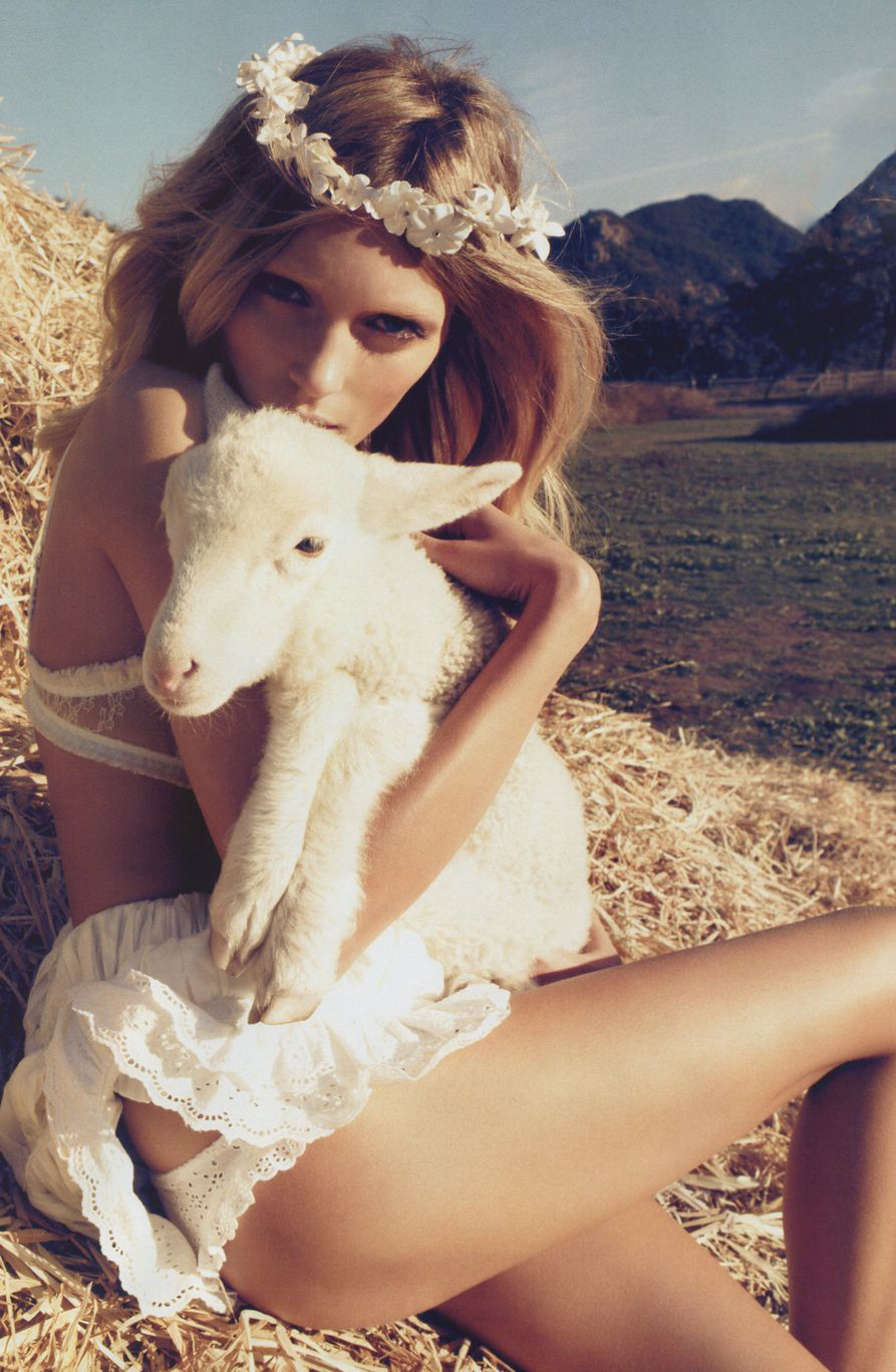 Anja Rubik in The farmer daughter / Vogue Nippon March 2010 (photography: Camilla Akrans, styling: Sissy Vian)