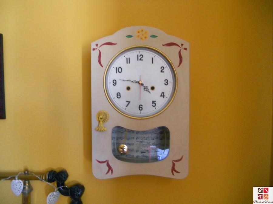 reloj con la técnica del estarcido