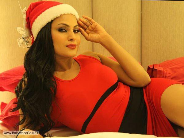veena+malik+christmas+2012+(15)