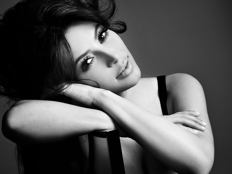 http://4.bp.blogspot.com/-GFN1Np4ym7E/UGSe2dVj9hI/AAAAAAABA64/-3ESSR7KBwE/s1600/Kim+Kardashian+lingerie+photo+(3).jpg
