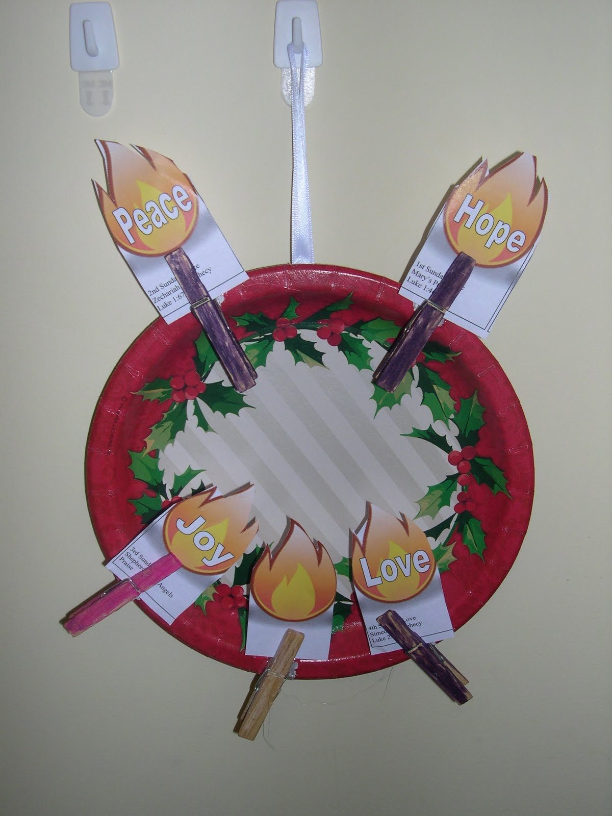 Advent Wreath Craft - No burn Advent wreath made of construction paper with your child's handprints No Flame Advent Wreath - a great craft for even the youngest kiddos! Advent Wreath coloring page - from milionerweb.tk