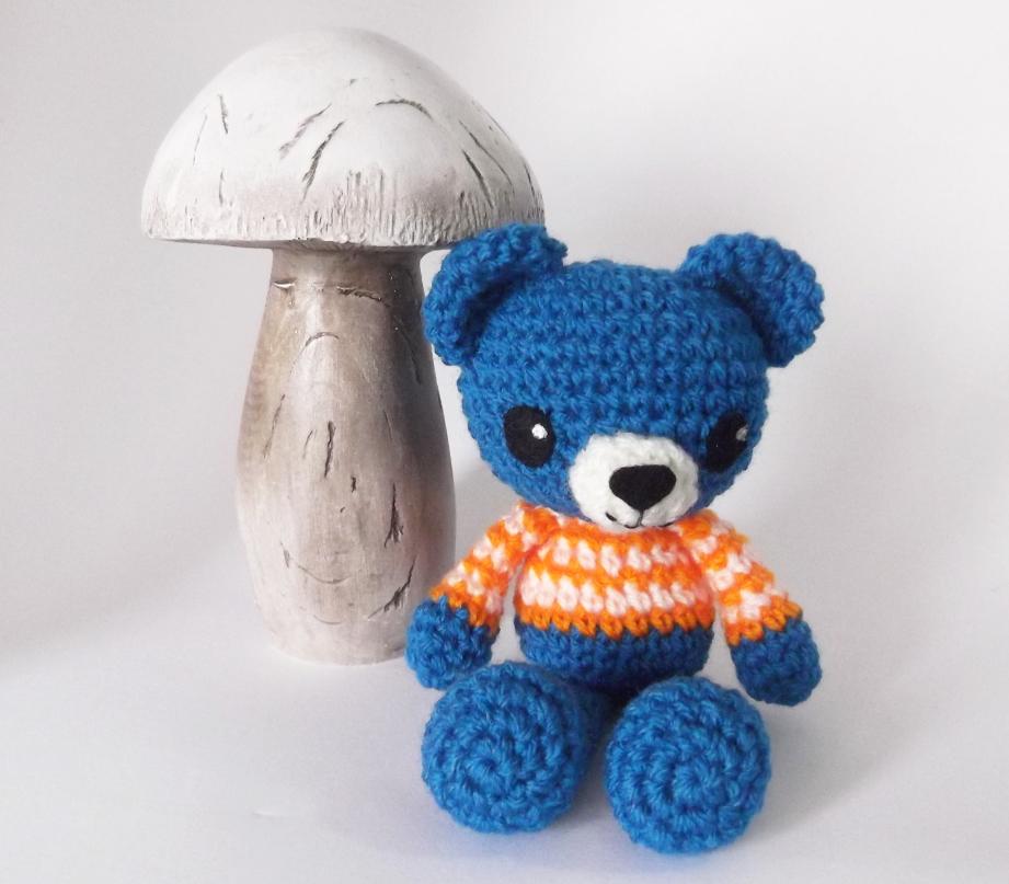 Bajo una seta: Luis, el oso amigurumi