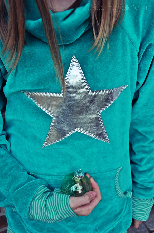[ luzia pimpinella BLOG ] DIY: smaragdgrüner, selbstgenähter rollkragen pulli mit glitzernder stern-applikation / emerald green handmade turtleneck sweater with star appliqué